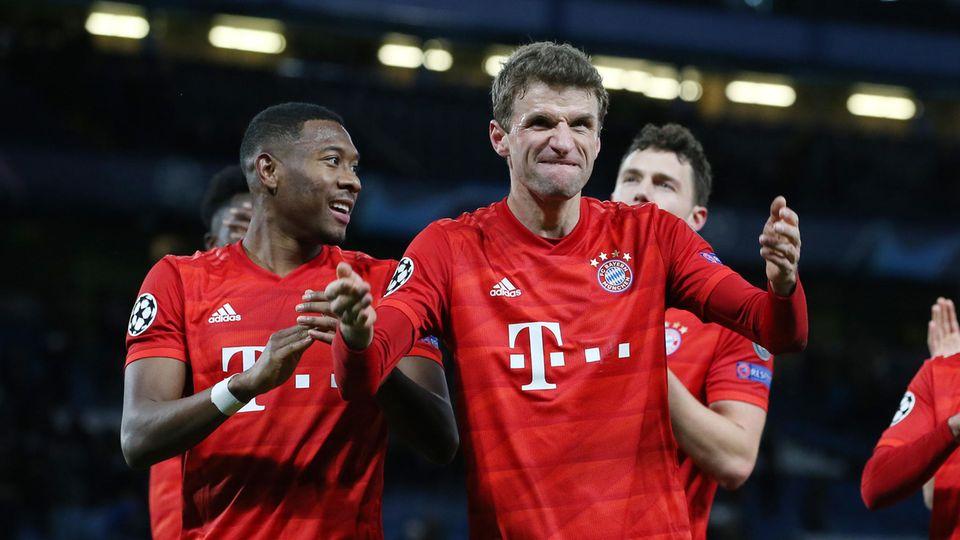 Champions League: Bayern-Stürmer Thomas Müller feiert mit David Alaba einen Treffer