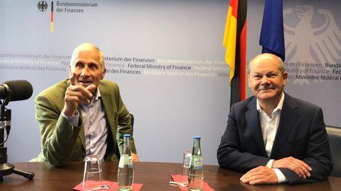 Ulrich Wickert und Vizekanzler Olaf Scholz