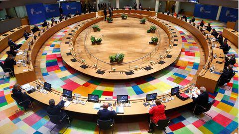 Bundeskanzlerin Angela Merkel nimmt an einem Gespräch am Runden Tisch beim EU-Gipfel in Brüssel teil (Archivfoto)