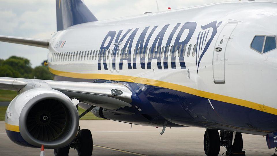 Flugzeug mir Ryanair-Aufschrift