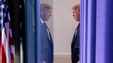 Donald Trump, Präsident der USA, kommt zu einer Pressekonferenz im Weißen Haus