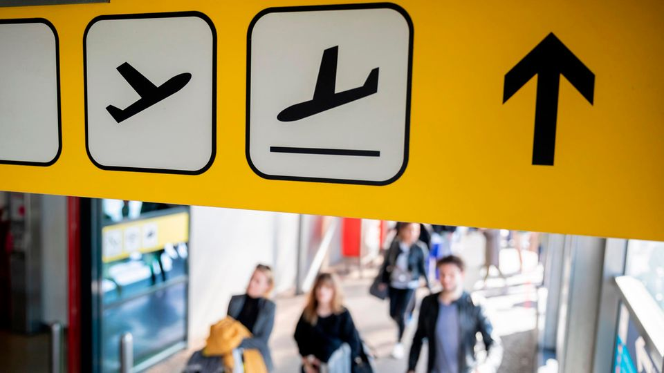 Passagiere am Flughafen Tegel