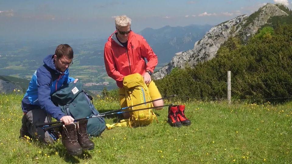 Outdoor-Experte Moritz Becher erklärt, worauf es bei der Wander-Ausrüstung ankommt.