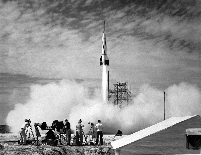 """Der Raketenstart der """"Bumper V-2"""" am 24. Juli 1950 von Cape Canaveral aus"""
