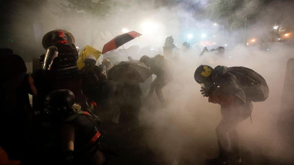 In Portland setzten die Beamten erneut Tränengas ein