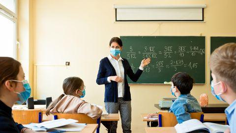 In den meisten Schulen findet Unterricht in kleine und schlecht belüfteten Räumen statt