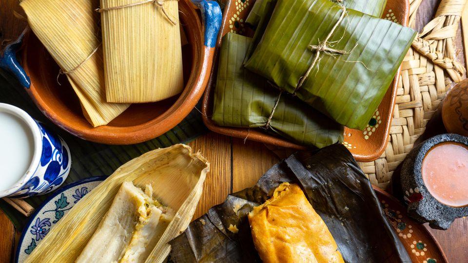 Tamales in Mais- und Bananenblättern