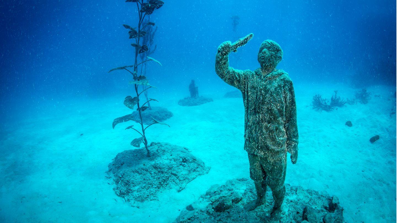 """Bild 1 von 8der Fotostrecke zum Klicken: Mehr als 20 """"Reef Guardians"""" und weitere Kunstwerke wurden 70 Kilometer vor der Nordostküste Australiens beim Ort Townsville im Meer aufgestellt"""