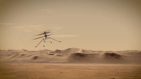Der Mars Helicopter Ingenuity über der Oberfläche des Mars