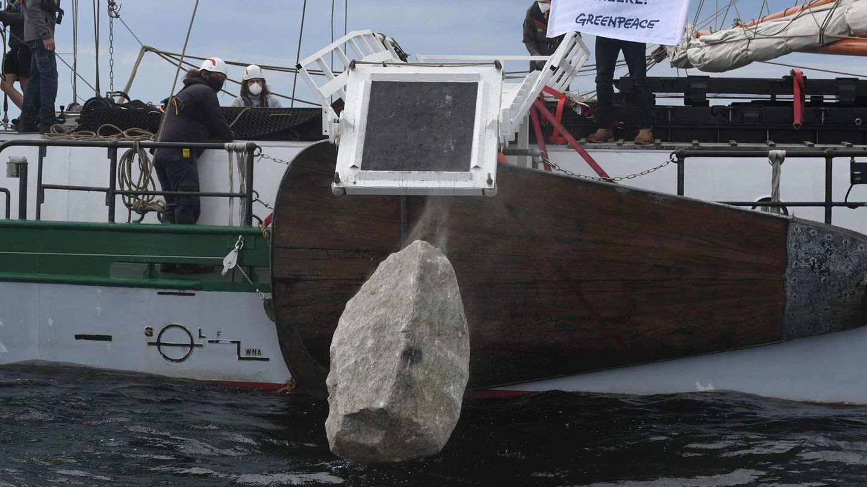 Warum Greenpeace-Aktivisten Steine in der Ostsee vor Rügen versenken