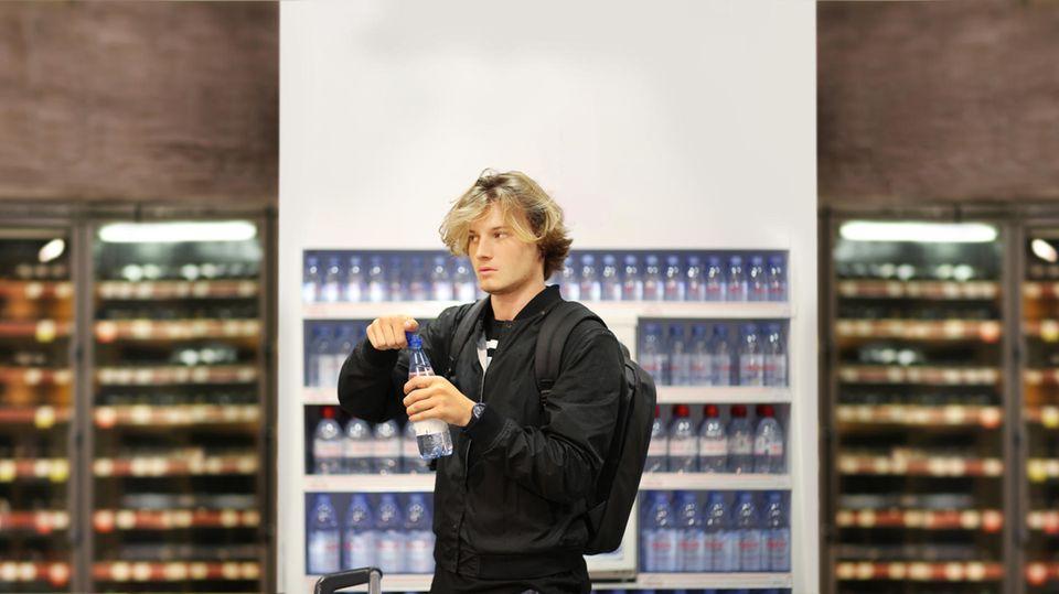 Wasserkauf im Supermarkt