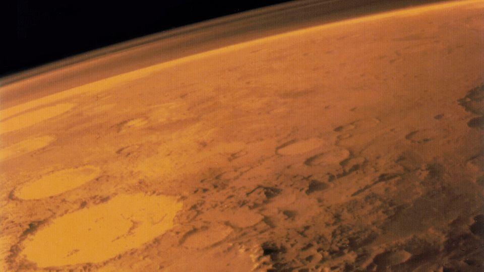 """Die Mars Oberfläche mit dem großen Krater """"Galle"""""""