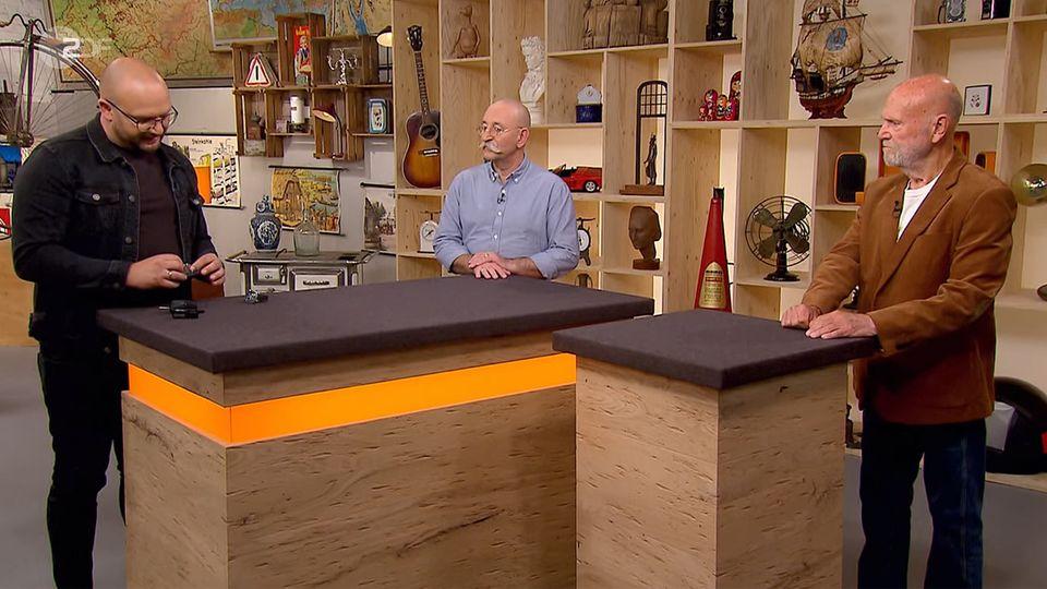 Bares für Rares: Experte Sven Deutschmanek, Moderator Horst Lichter und Verkäufer Peter Waschka