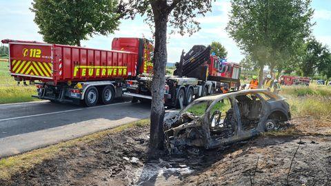 Unfall mit E-Auto: Junge Frau stirbt in brennendem Wrack