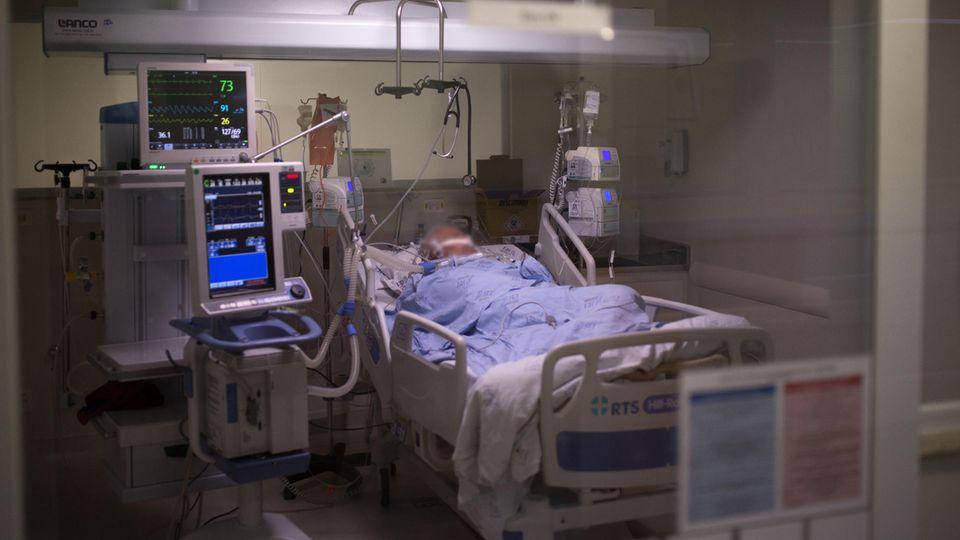 Ein Corona-Patient auf einer Intensivstation