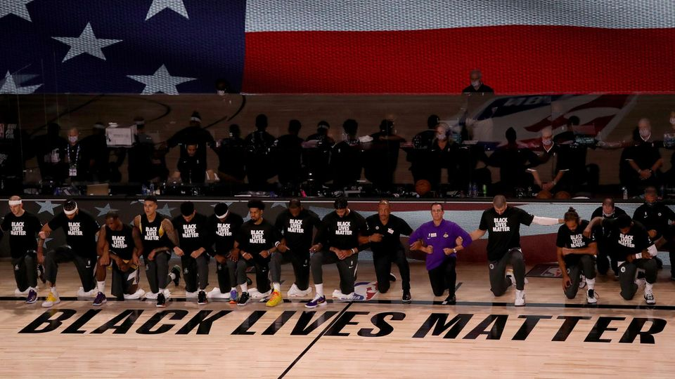 NBA-Neustart: Kniefall-Protest und enge Partien