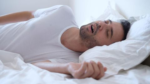 Was hilft gegen das Schnarchen? Tipps für Betroffene