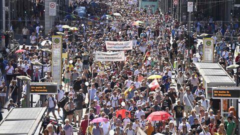 Bereits zehntausend Teilnehmer bei Demonstration in Berlin gegen Corona-Politik