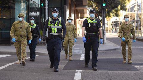 Polizisten und Soldaten patrouillieren in den Straßen von Melbourne