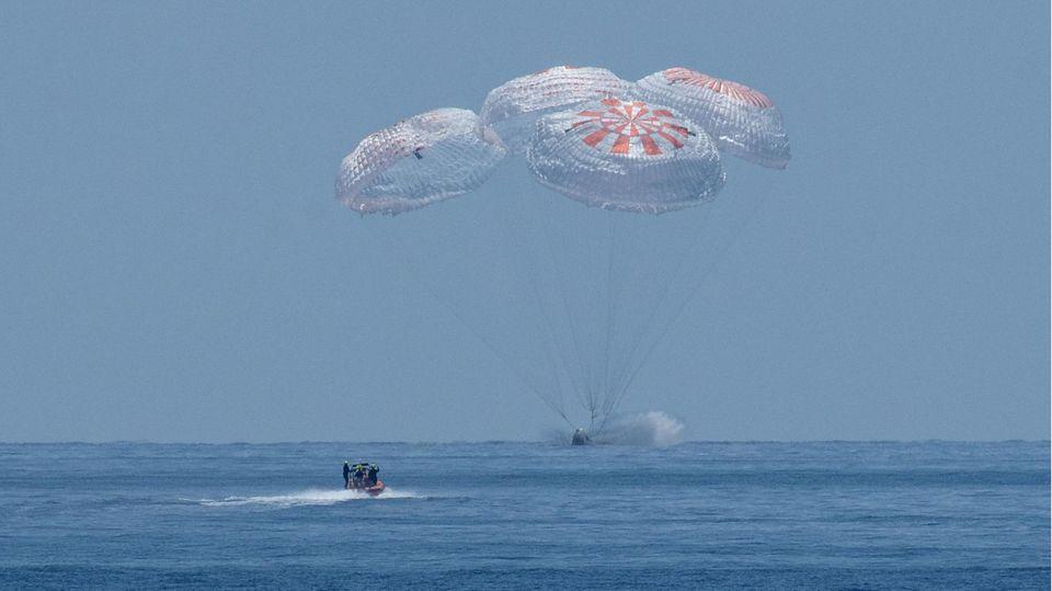 """Das SpaceX-Raumschiff """"Crew Dragon"""" landet im Golf von Mexiko"""