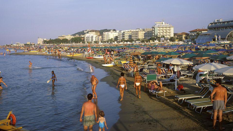Der Strand von Cattolica an der Adriaküste der Emilia-Romagna inItalien
