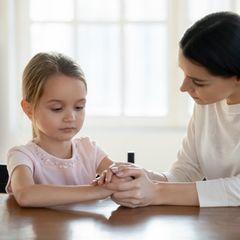 Was hat das Kind?: Ihr Daumen ist ständig dick - ein Spielplatztreffen führt zur Aufklärung