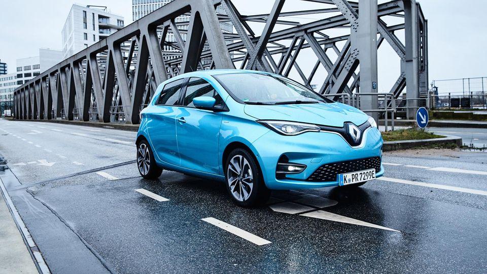 Der Renault Zoe ist ein Kleinwagen mit erstaunlicher Reichweite und schon in der zweiten Generation auf dem Markt.