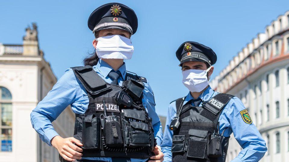 Zwei Polizisten