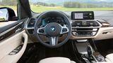 BMW Cockpit mit sichelförmigen Instrumenten