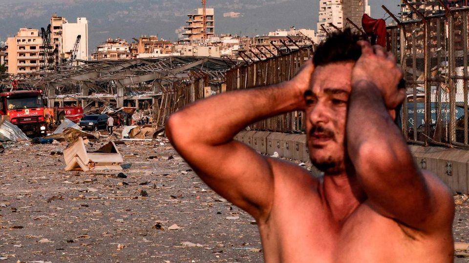 Ein Mann in Beirut reagiert auf die schwere Explosion in der libanesischen Hauptstadt.
