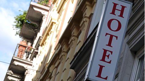 Ein Schriftzug eines Hotels (Archivfoto)