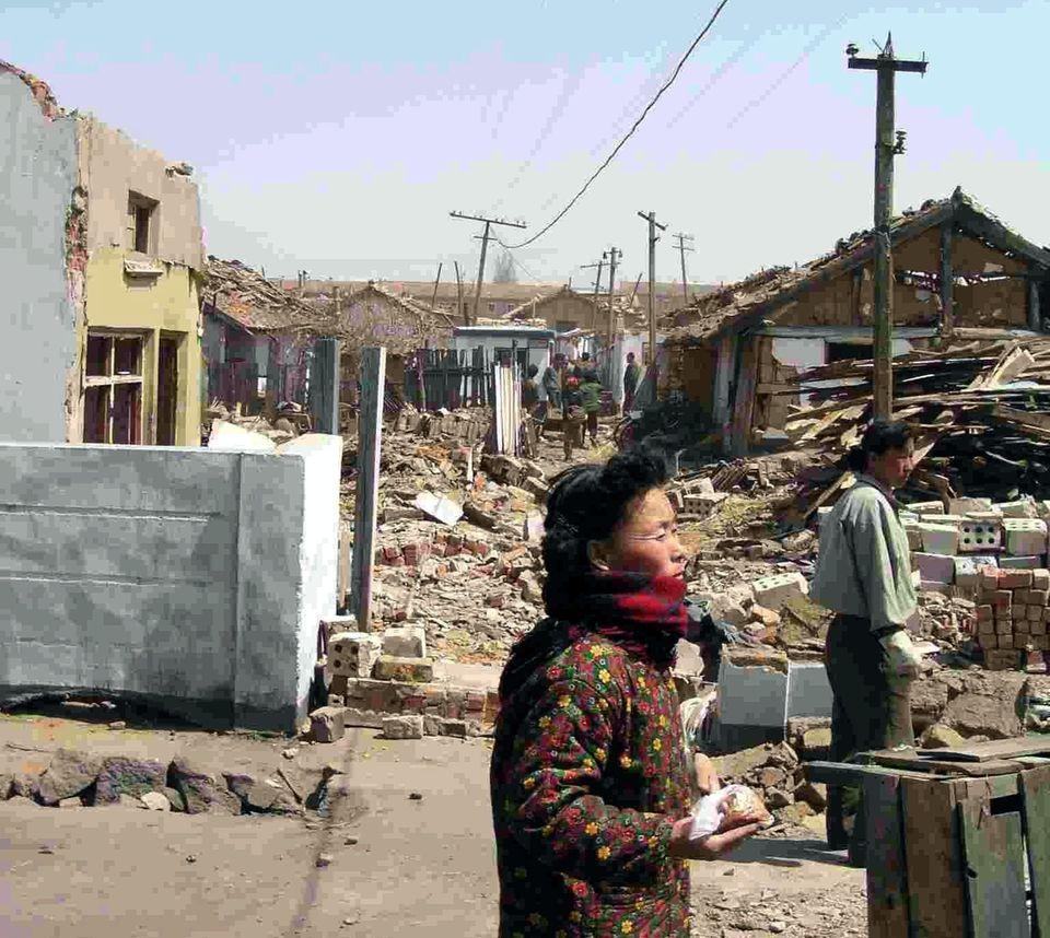 Zerstörungen nach der Zug-Explosion in Ryongchŏn