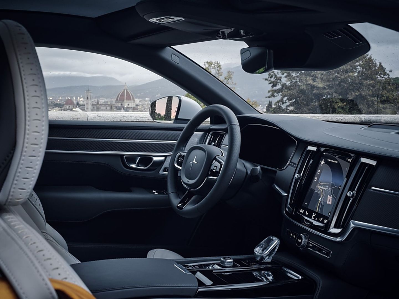 Im Herzen ist der Polestar 1 ein Volvo, wie man am Cockpit sieht. Der kräftige Hybrid steht auf der Skalierbaren Produkt-Archite