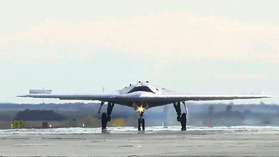 Die S-70 wird die Fähigkeiten von Russlands erstem Stealth Jet massiv erweitern.