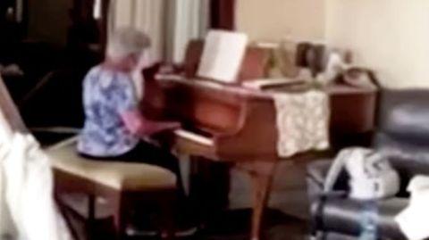 Video aus Beirut: Frau spielt Klavier in ihrer verwüsteten Wohnung