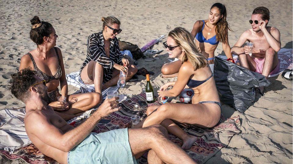 Junge Leute am Strand von Zandvoort