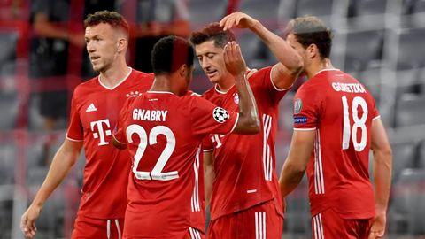 Robert Lewandowski (2.v.r.) jubelt nach seinem Treffer zum 1:0 mit Ivan Perisic (l), Serge Gnabry , Leon Goretzka und Alphonso Davies