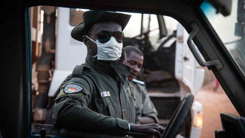 Ein Polizist in der nigrischen Hauptstadt Niamey