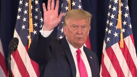 Reporterin stellt Trump unangenehme Fragen –der flüchtet von der Bühne