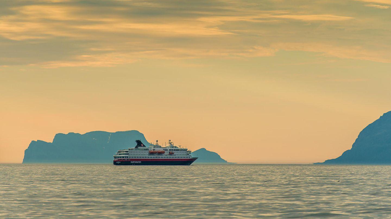 Norwegen  Deutsche Urlauber dürfen in Norwegen wieder quarantänefrei einreisen, auch wenn die Skandinavier für eine ganze Reihe von Staaten wieder Reisebeschränkungen erhoben haben.      Für Kreuzfahrten gelten von diesem Dienstag (25.8.) an neue Beschränkungen: Entlang der norwegischen Küste dürfen Schiffe dann mit bis zu 50-prozentiger Passagierauslastung fahren, die Maximalzahl an Personen an Bord liegt dabei bei 200. Anders als in den vergangenen drei Wochen dürfen die Passagiere auch wieder an Land gehen. Diese Regelungen gelten vorerst bis zum 1. November.