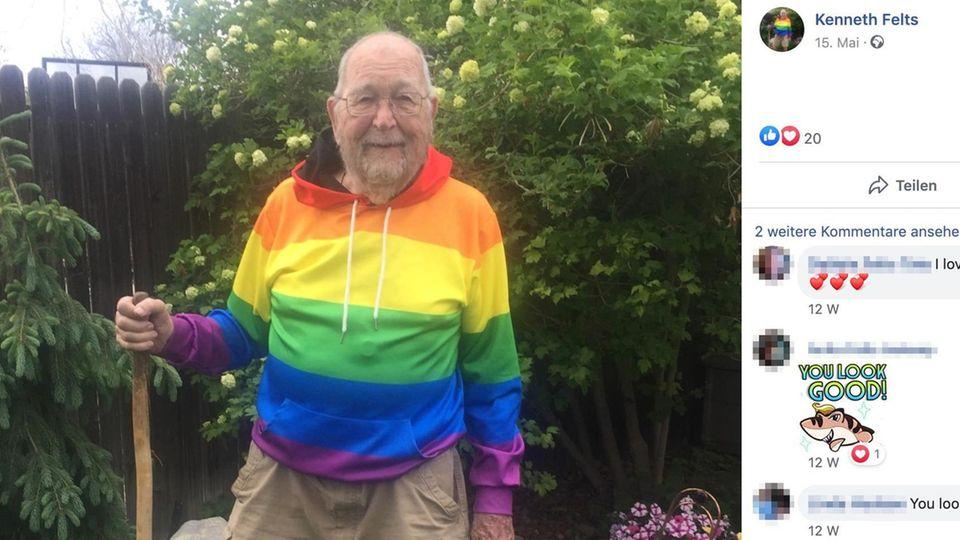 Kenneth Felts in einem Pullover in Regenbogenfarben