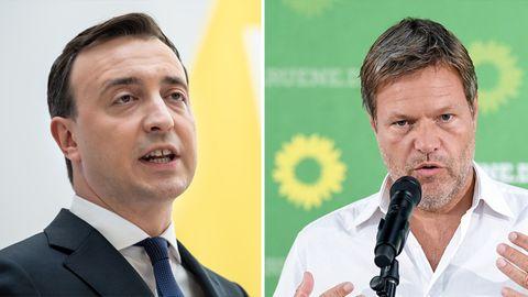 Links spricht der CDU-Generalsekretär Paul Ziemiak vor einer weiß-gelben Wand, rechts der Grünen-Vorsitzende Robert Habeck