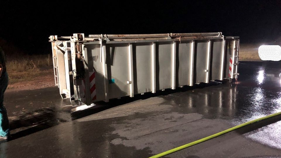 Umgekippter Container in Wittlich