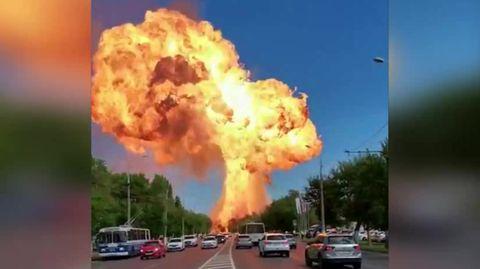 Explosion in Russland: In der Stadt Wolgograd ist eine Tankstelle explodiert