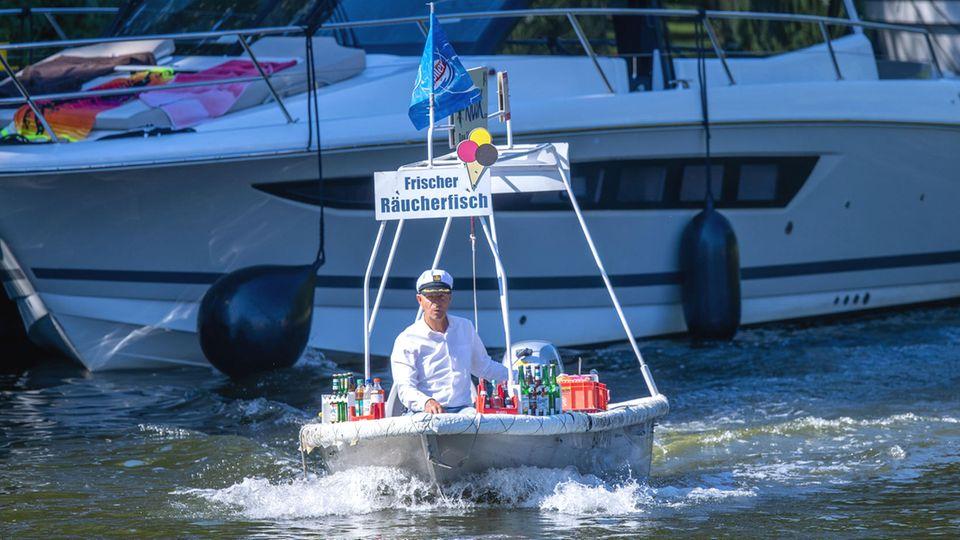 DerWasserkiosk auf dem Müritz-Havel-Kanal