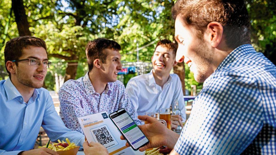 Abiturienten erfinden die Corona Gäste App
