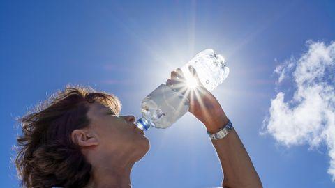 """Hitzewellen und Klimawandel: Kann bei uns Trinkwasser knapp werden? """"Wir werden künftig ums Wasser konkurrieren"""", sagt die Expertin"""