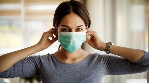Coronavirus Aerosole: Eine Frau trägt eine Maske
