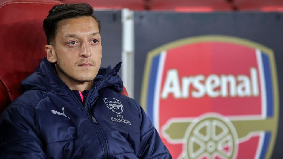 Mesut Özil will seinen Vertrag beim FC Arsenal aussitzen