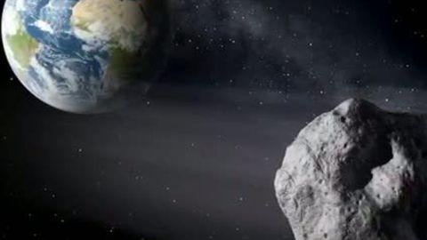 """Der Erde so nah: Asteroid """"2011 ES4"""" fliegt am 1. September in einem Drittel des Mondabstands an der Erde vorbei."""